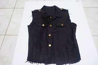 Sleeveless maong jacket (black)