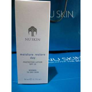 Moisture restore day protective lotion SpF 15 normal to dry skin 50 ml.