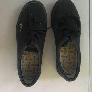Kid Jazz brand shoelace black colour shoes