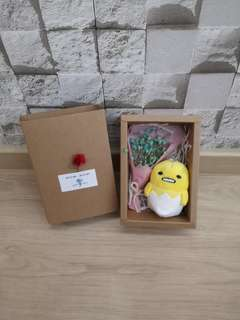 Gudetama with dried babybreath