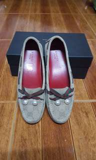 CLEARANCE SALE!! gucci faux pearl suede slip on moccasin loafers
