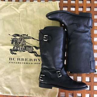 Auth Burberry leather boots
