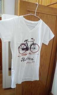 🚚 泰國購入白色V領腳踏車上衣