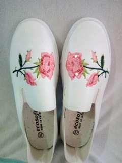 White floral embossed design slip-on