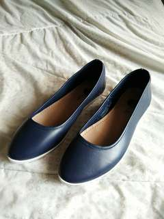 Solemate ZION navy blue flats