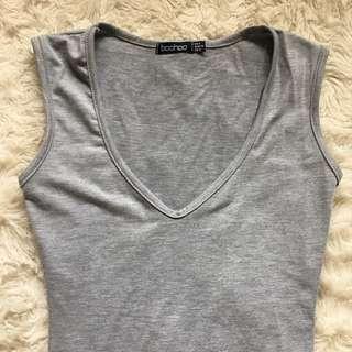 Boohoo Grey V-neck Bodysuit Size 6