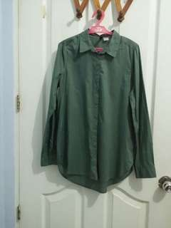 Pre-loved H&M Forest Green Button Down Long Sleeved Polo