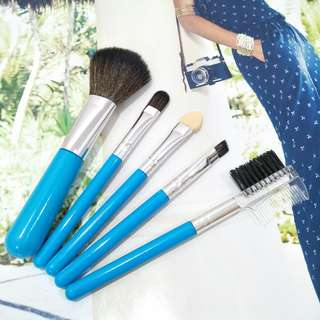 NEW! TRAVEL MAKEUP BRUSHES 💙
