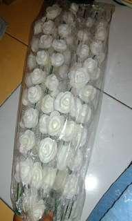 Bandana mawar putih
