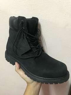 Black timberland boots! like new!