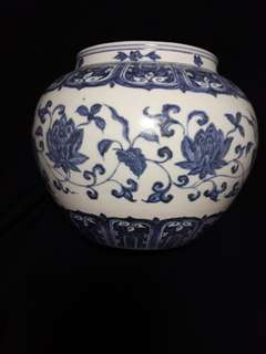 Ming dynasty B n W jar decorated with peony flowers .20cm high x21cm diameter. 明代中期青花中型罐。花卉缄枝。特价2800.00