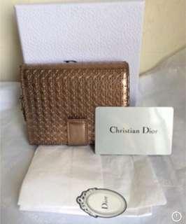 Dior香檳色菱格紋雕花短夾(特價)