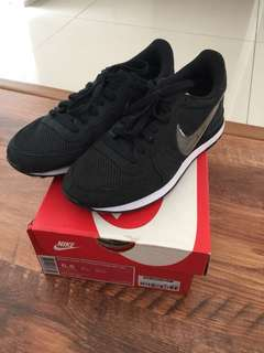 Nike Internationalist QS Black / Clear