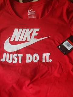 BNWT Authentic. Nike T-shirt