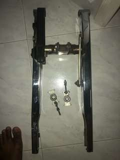 Spark 135 chrome swingarm