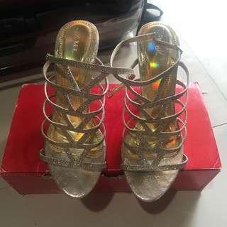 Sepatu high heels emas/gold