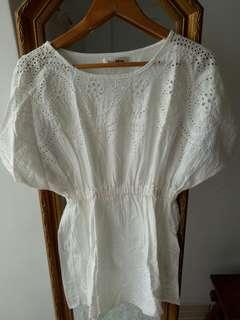 🚚 純白刺繡花感上衣