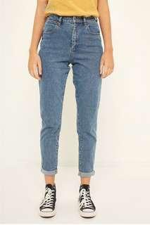 RETRO/VINTAGE UNIVERSAL STORE TYLER WRANGLER JEANS (mom jeans)