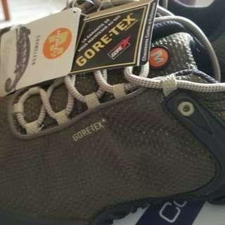 全新merrell Gore tex hiking shoes from uk