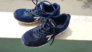 Diadora flexible running shoes