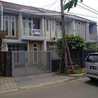 DISEWAKAN Rumah 2 Lantai di Pinggir Jalan Utama Komplek Megapolitan Cinere Estate