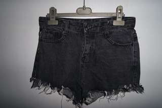 Ripped HW shorts
