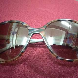 Prada Sunglasses. 90%New . Made in Italy