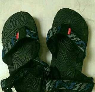Sepatu sendal gunung anak