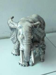 Patung Pajangan Induk Gajah dan Anak