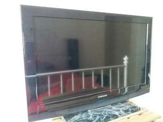 Samsung 32 inch TV - model LA32B350F1
