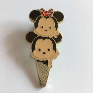 Minnie Mickey Disney pin 迪士尼徽章