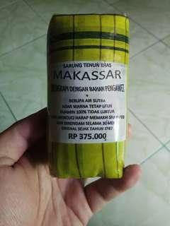 Sarung tenun khas Makassar