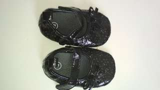 Black shoe for baby girl