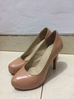 THE EXECUTIVE Nude Heels - Size 38