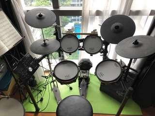 Roland TD-25KV drum set with PM10 drum speaker