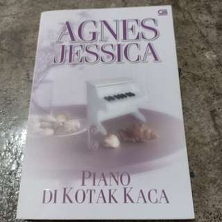 Novel PIANO DI KOTAK KACA
