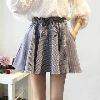 Elastic Grid Pom-Pom Skirt
