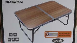Meja kecil Lipat