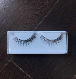 Eyelashes (real hair human)