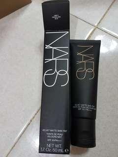 NARS Velvet Matte Skin Tint Groenland Light 3