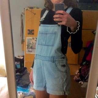 Denim overalls !