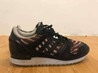 愛迪達 黑豹紋休閒鞋(尺寸24)