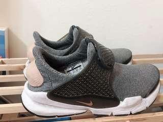 🚚 Nike sock 灰配奶油色 22.5