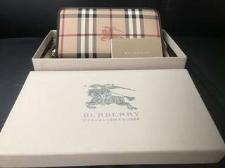 Burberry Wallet 💯 % authentic