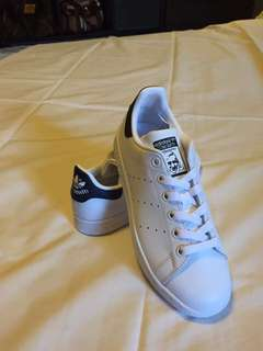Brand New Adidas Stan Smith ( fit for size 6 ) no box 😘