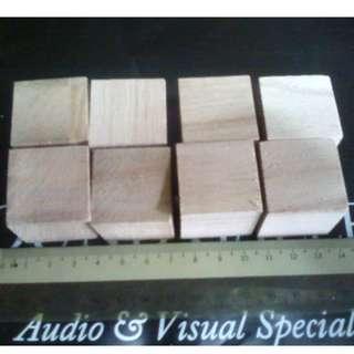 Wooden isolation blocks (8 piece, 3cm cube)