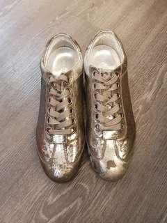 🚚 日本專櫃購回 dolce&gabbana 爆裂物 銀灰休閒鞋 買入價26800 出清價 5500 好看絕版 黃金尺寸6.5 約394041可以穿 #買到賺到#princeh h社團同步