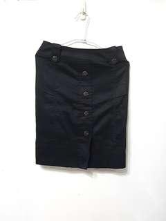 🚚 [售/換] 全新 黑排扣窄裙