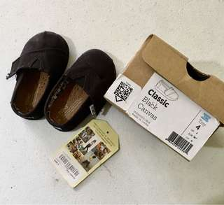 Authentic Toms Tiny. Size 4
