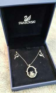 全新 Swarovski Necklace (有盒)